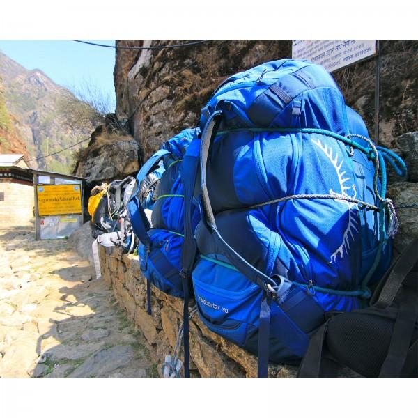 Transporttasche Osprey Transporter  blau in Aktion
